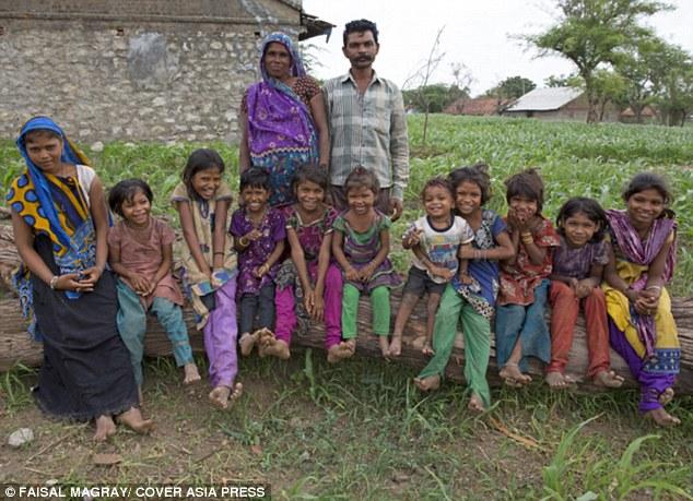 Bi hài cặp vợ chồng Ấn Độ sinh 16 lần mới được cậu quý tử - Ảnh 1