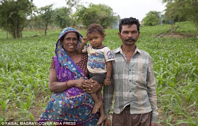 Bi hài cặp vợ chồng Ấn Độ sinh 16 lần mới được cậu quý tử - Ảnh 3