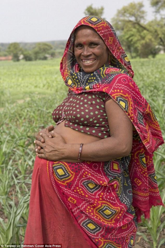 Bi hài cặp vợ chồng Ấn Độ sinh 16 lần mới được cậu quý tử - Ảnh 4