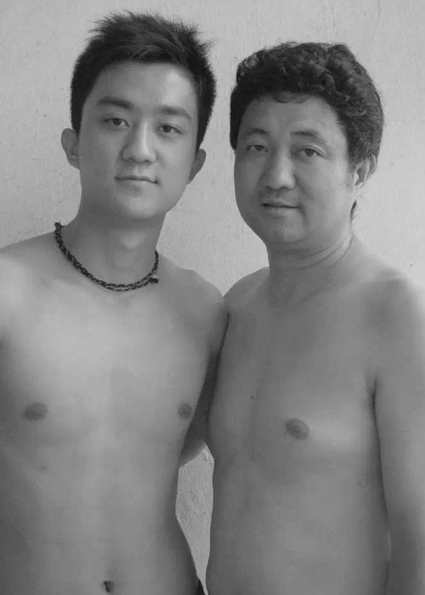 Bộ ảnh cha và con chụp cùng tư thế suốt 28 năm cho đến bức ảnh cuối cùng thì... - Ảnh 11