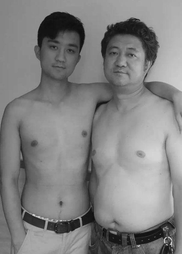 Bộ ảnh cha và con chụp cùng tư thế suốt 28 năm cho đến bức ảnh cuối cùng thì... - Ảnh 14