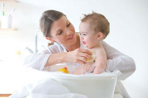 Những điều nên và không nên khi trị rôm sảy cho bé - Ảnh 3