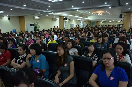 Hàng trăm người háo hức tham gia 'Hội thảo định hướng nghề thẩm mỹ' - Ảnh 2