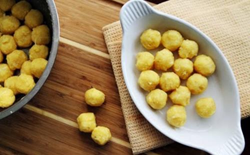 Cách làm bánh trôi nhân đậu xanh ngọt bùi vị tết Hàn thực - Ảnh 1