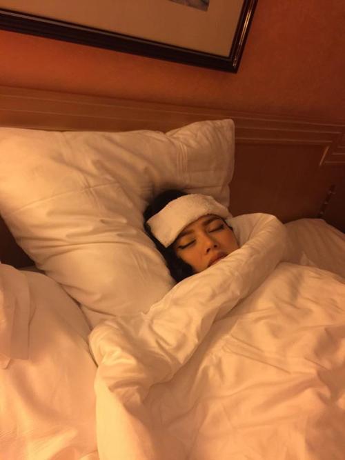Lý Nhã Kỳ bất ngờ bị ốm trước ngày thứ 4 của LHP Cannes - Ảnh 1