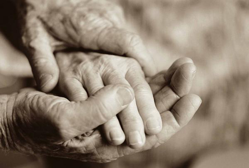 Người chồng yêu đơn phương vợ suốt 50 năm - Ảnh 1