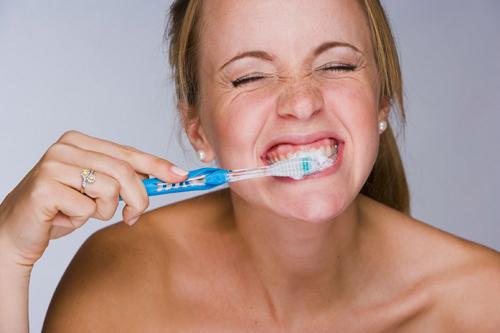 Image result for Đánh răng quá kỹ