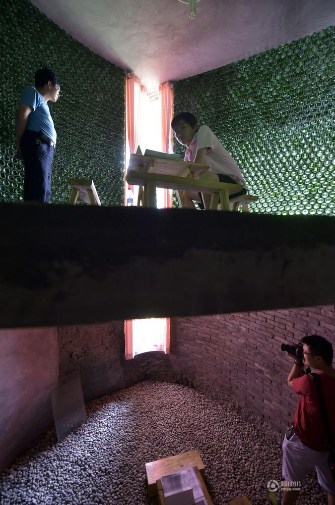 Khám phá ngôi nhà cực mát làm từ 8500 chai thủy tinh - Ảnh 4