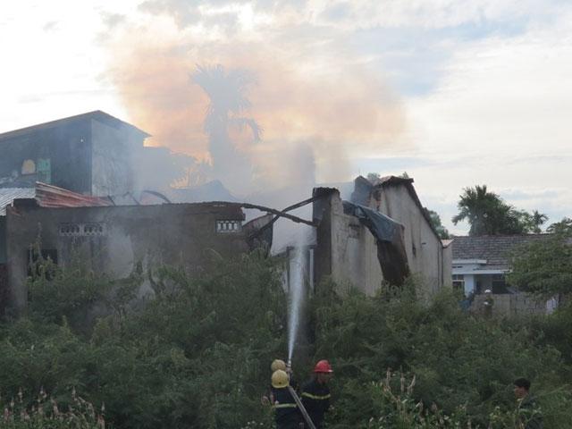 Kinh hoàng vụ cháy cơ sở sang chiết gas ở Huế - Ảnh 1