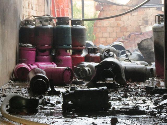 Kinh hoàng vụ cháy cơ sở sang chiết gas ở Huế - Ảnh 2