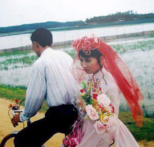 Dân mạng đua nhau khoe ảnh cưới của bố mẹ - Ảnh 9