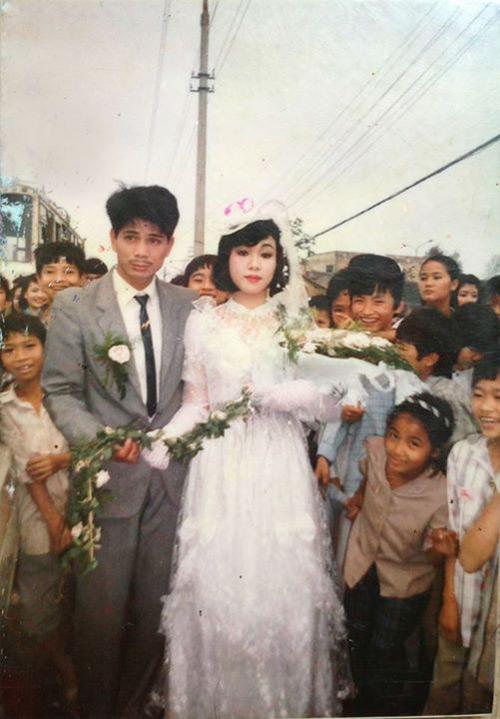 Dân mạng đua nhau khoe ảnh cưới của bố mẹ - Ảnh 1