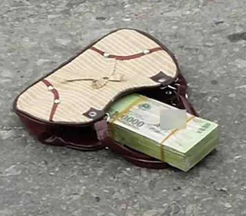 Cảnh giác chiêu lừa đảo ném cục tiền ra đường - Ảnh 1