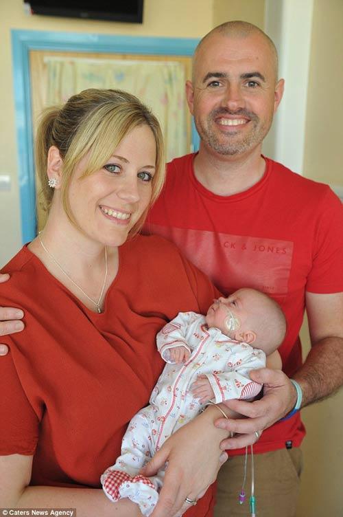 Sức sống kỳ diệu của bé sinh non nặng 0,5kg - Ảnh 2