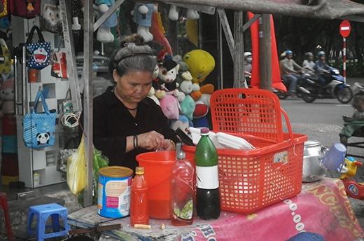 Bé trai 2 tuổi phụ ngoại bán bột chiên ở Sài Gòn giờ ra sao? - Ảnh 3