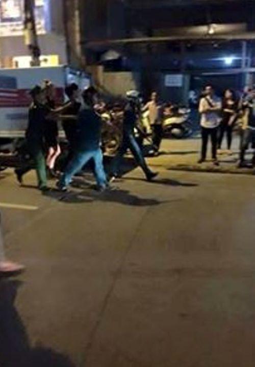 2 cô gái hẹn đánh nhau: Mời 17 người về trụ sở công an - Ảnh 3