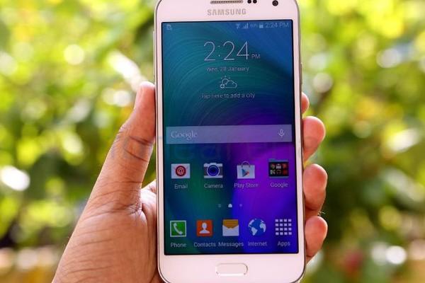 4 smartphone thiết kế đẹp sẽ bán ra trong tháng 8 - Ảnh 4