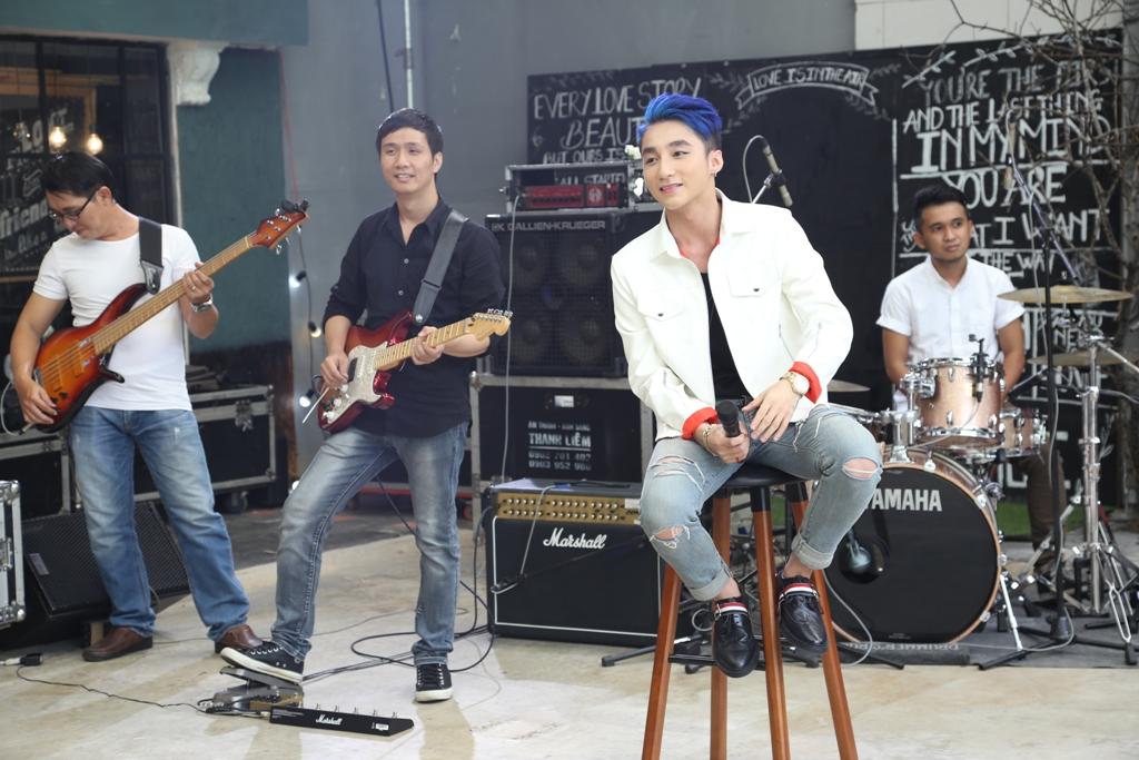 """Fans bị bịt kín mắt khi vào xem Sơn Tùng hát live """"Âm thầm bên em"""" - Ảnh 7"""