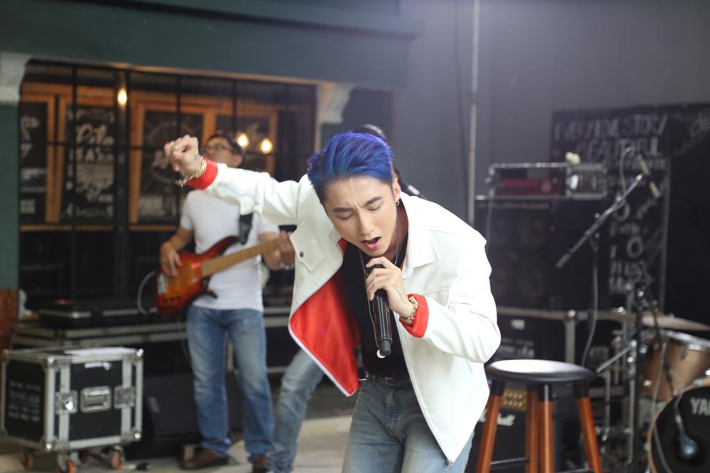 """Fans bị bịt kín mắt khi vào xem Sơn Tùng hát live """"Âm thầm bên em"""" - Ảnh 5"""
