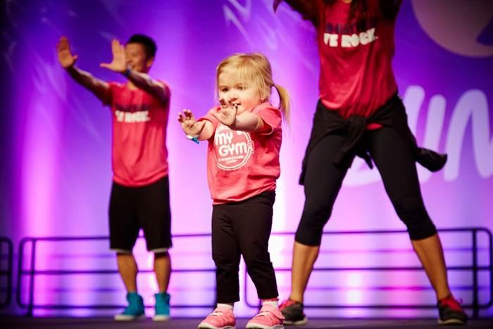 Cô bé 6 tuổi mắc bệnh hiểm nghèo nhảy Zumba cực điêu luyện - Ảnh 1