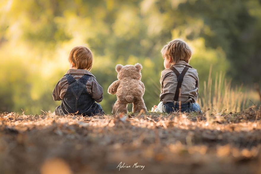 Bộ ảnh trong veo của 2 bé trai dưới ống kính của bố - Ảnh 14