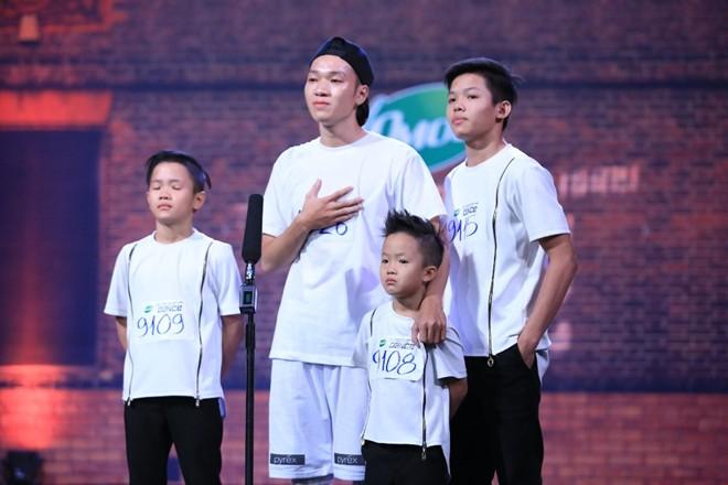 Chàng vũ công 22 tuổi cưu mang ba trẻ mồ côi - Ảnh 1