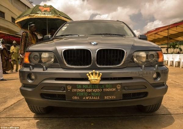 """Cuộc sống vương giả của """"vị vua siêu nhân"""" ở Châu Phi - Ảnh 3"""