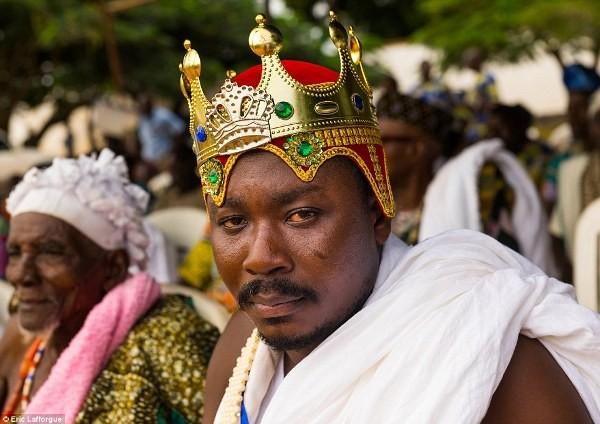 """Cuộc sống vương giả của """"vị vua siêu nhân"""" ở Châu Phi - Ảnh 9"""