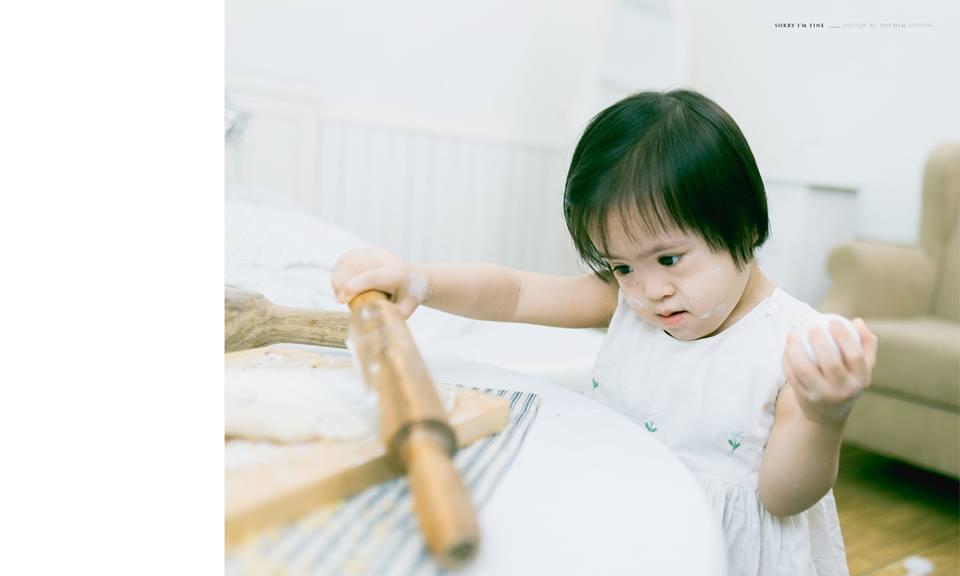 """Bộ ảnh tuyệt đẹp """"Xin lỗi, tôi vẫn ổn"""" của cô bé mắc hội chứng Down - Ảnh 6"""