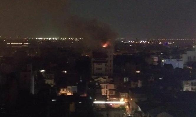 Cháy khách sạn ở phố cổ Hà Nội - Ảnh 1