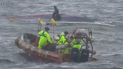 Lật tàu cá tại Hàn Quốc, ít nhất 8 người thiệt mạng - Ảnh 1