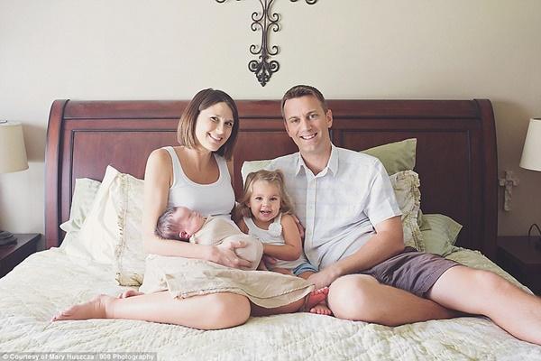 Xúc động chùm ảnh cha mẹ dành giây phút quý giá bên con gái bị ung thư - Ảnh 5