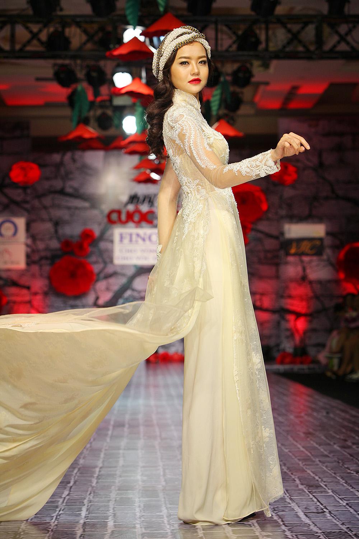 Lê Thị Phương trở lại sàn diễn thời trang sau đám cưới - Ảnh 5