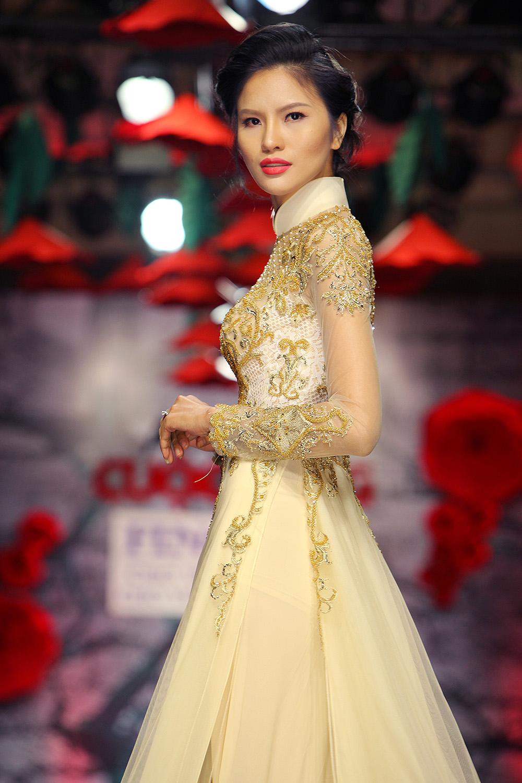 Lê Thị Phương trở lại sàn diễn thời trang sau đám cưới - Ảnh 2