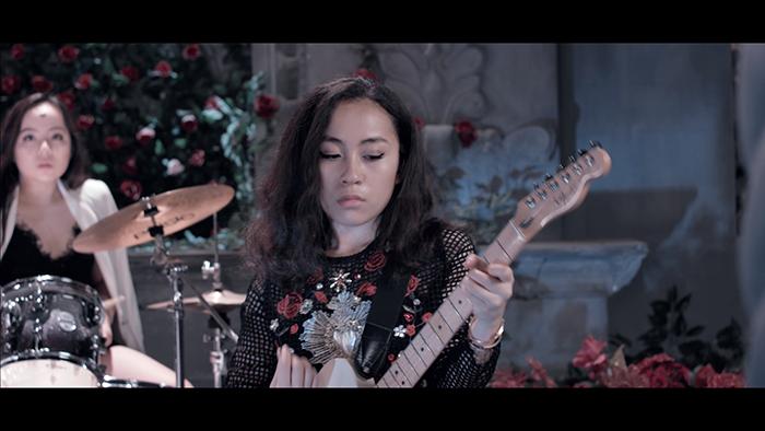 """""""Đứng ngồi không yên"""" với MV đầu tay của nhóm TBC - Ảnh 4"""