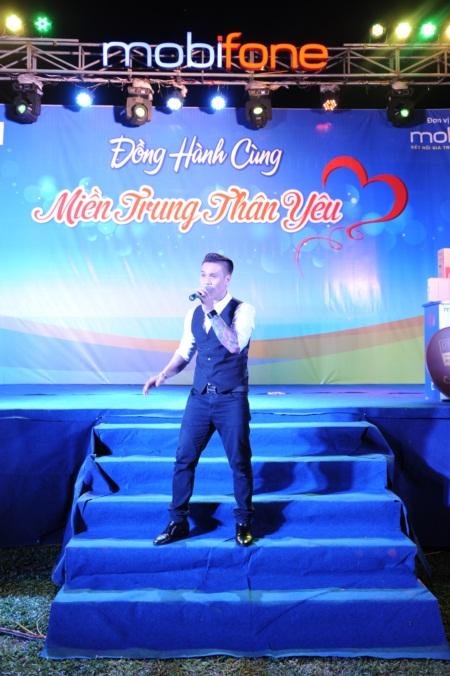 """Ca sĩ Trịnh Tuấn Vỹ """"cháy"""" hết mình với thiện nguyện - Ảnh 5"""