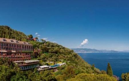Những khách sạn bên bờ biển đẹp nhất châu Âu cho chuyến du lịch hè - Ảnh 1