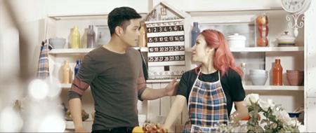 """Thúy Khanh đau đớn trong tình yêu qua MV """"Nỗi đau em giấu một mình"""" - Ảnh 2"""