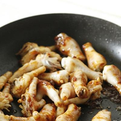 Bữa trưa cực hấp dẫn với món chân gà om xì dầu - Ảnh 2