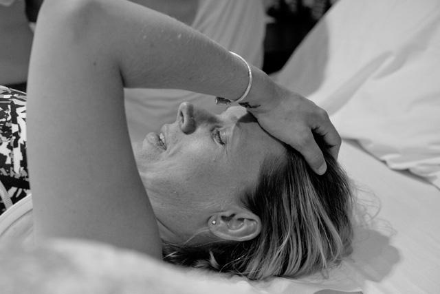 Câu chuyện cảm động về người phụ nữ ung thư quỳ gối trước ân nhân mang thai hộ - Ảnh 3