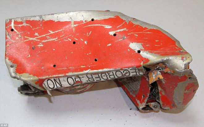 Máy bay rơi ở Pháp: Chuyển hướng điều tra nhân thân hai phi công - Ảnh 1