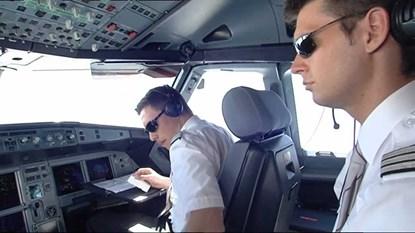 Máy bay rơi ở Pháp: Cơ phó là người bình thường và tử tế - Ảnh 1