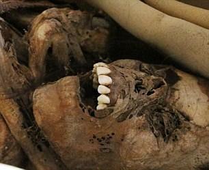 """Hoảng hồn xác ướp 900 tuổi """"há miệng cười lớn"""" - Ảnh 5"""