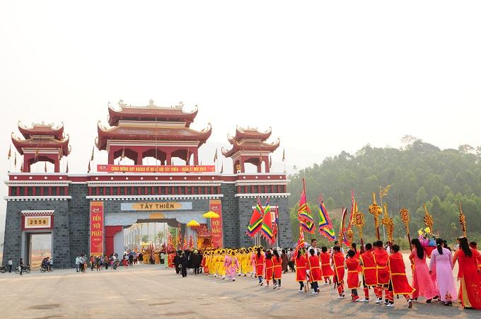 Nhộn nhịp lễ khai hội Tây Thiên 2015 - Ảnh 4