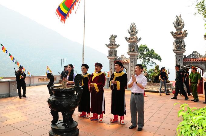 Nhộn nhịp lễ khai hội Tây Thiên 2015 - Ảnh 11