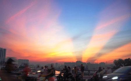 Xôn xao hiện tượng sương khói kỳ thú trên cầu Long Biên - Ảnh 3