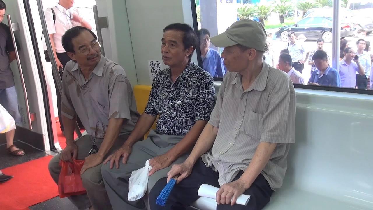 Chùm ảnh: Người dân trải nghiệm mẫu tàu đường sắt trên cao Cát Linh - Hà Đông - Ảnh 7