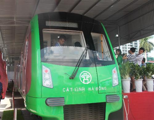 Chùm ảnh: Người dân trải nghiệm mẫu tàu đường sắt trên cao Cát Linh - Hà Đông - Ảnh 3