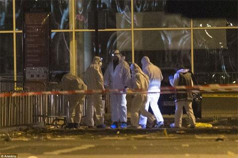Khủng bố tại Paris: Một kẻ tấn công là người Pháp - Ảnh 1