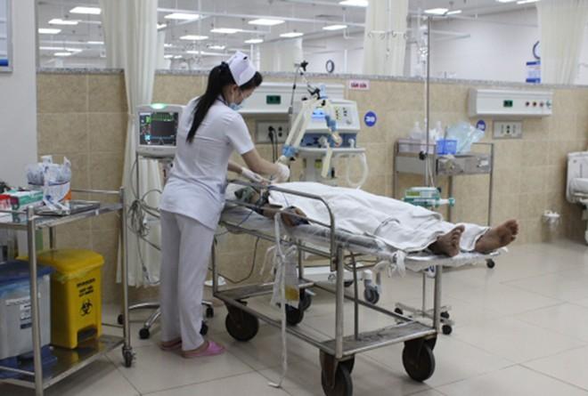 Nữ công nhân dập nát cánh tay vì bị cuộn vào máy đánh bóng gỗ - Ảnh 1
